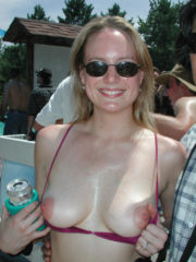 Sexy Girls, Flashing their Boobs for the Crowd. Women Flashing their Tits and Ass in Public. Girls that Love showing their Nipples to the Camera.